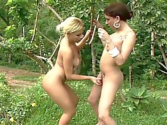 Brunette shemale and blonde chick outdoors